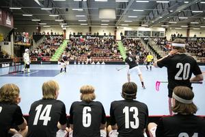 Närmare 800 personer fanns på plats för att se Hagströmska gymnasiet jaga ett SM-guld.