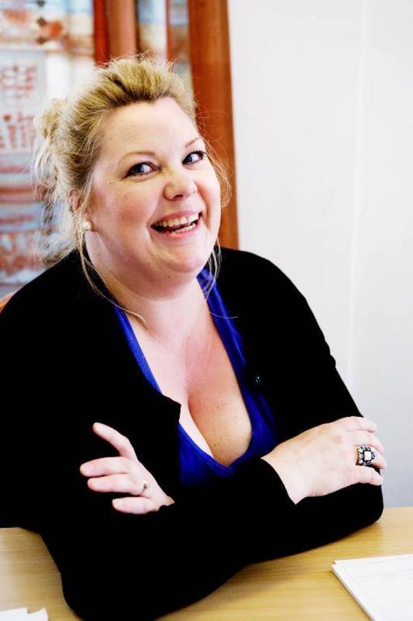 """""""Det roligaste med jobbet är när det kommer en äldre person med sin gamla tandrad. De blir väldigt glada när de upptäcker att tandguldet faktiskt är värt pengar. De tror det är värt en hundring, men så får de kanske 1500 kronor"""", säger Carina Olsson."""