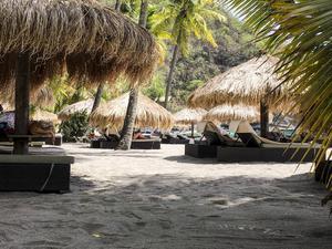 Saint Lucia är framför allt en sol- och baddestination med mängder av fina stränder med strandnära snorkling. Alla stränder på Saint Lucia är öppna för allmänheten.   Malin Hefvelin