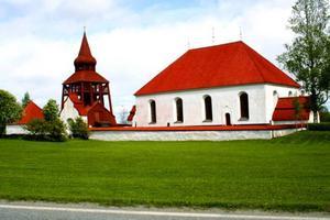 Bogårdsmuren som omger Ovikens gamla kyrka blir platsen för olika provytor med lokalproducerad puts.