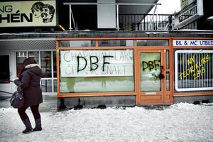 På Rudbecksgatan fick denna ännu inte öppnad köttbutik påhälsning av klottrare.