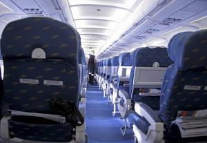 Flygstolar som fälls ned skapar mycket irritation på planet.