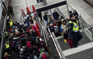 Det ökande antalet småbarnsfamiljer som fått asyl har dock gjort det nödvändigt att förändra reglerna för nyanländas föräldraledighet.
