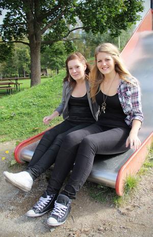 Jennifer Petterson och Elina Olsson tillbringade en månad med att bo och arbeta på dagis på YMCA utanför Birmingham. De är glada över att de fick chansen.