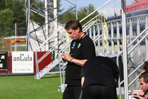 Henrik Isaksson ska försöka coacha sitt Valbo kvar i division 2.
