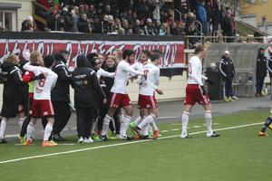 Sandviken hade både tidig ledning och en stolpträff i Hudiksvall i våras. Men det var HuFF-spelarna som fick jubla över segern när matchen var slut.