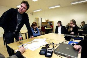 – I slutändan är risken att eleverna kommer i kläm, säger Roger Åström, samordnare vid naturvetenskapsprogrammet på Västermalm, om beslutet att stoppa alla avgiftsbelagda aktiviteter.
