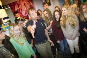 Det rådde rena rymdfebern när astronauten Christer Fuglesang besökte Anders-Olof skolan i Hammarstrand.