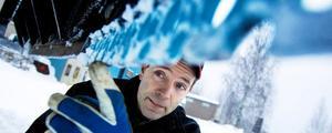 Bengt Jansson, Redskaparna, visar på en enkel lösning att slippa halka efter plogning. Man sätter bara på ett isrivarskär/-stål som det på bilden. Snön pulvriseras istället för att packas.