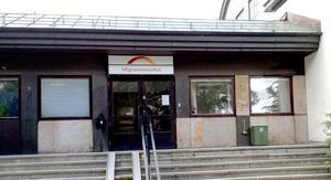 Den åtalade mannen ska ha visat upp ett förfalskat ID-kort vid ett besök i Migrationsverkets tidigare lokaler i Hedemora.