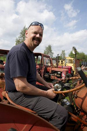 Egon Grundén från Långå var på plats med sin Volvo BM Terrier 425 med nygammal rattmuff i brunt läder.   – Jag hittade den här hemma i originalförpackningen och lyckades tänja ut den så att jag fick på den på traktorratten.