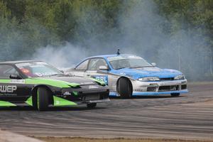 David Skogsby ledde SM-serien på förhand och höll hela vägen till finalen. Här i kamp med Pontus Naeslund från Team Ruff Stuff Racing.