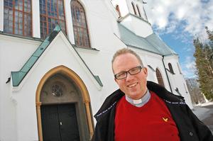 """""""Vi måste prioritera mötet med människor"""", säger Daniel Lindén som är ny kyrkoherde i Älvkarleby-Skutskär församling och börjar sin tjänst 1 april."""