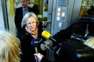 Wanja Lundby-Wedin har hamnat ordentligt i klistret. Nu är frågan om ordföranden kan reda ut den förtroendekris som poppat upp inom LO. Wedins bristfälliga agerande i frågan om förre AMF-chefens pension har nämligen retat upp vanliga LO-medlemmar.