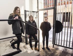 Isabelle Nordin, Ebba Lennartsson och Jonatan Wiklund går alla sista året i gymnasiet på Mikael Elias i Sundsvall och tycker att det är viktigt med sommarjobb för att få arbetslivserfarenheten. Kollektivavtal är också en viktig fråga för dem.