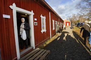 – Trevlig marknad, sammanfattade Ulla Henriksson från Dvärsätt som hittade ett nytt hjulhjärta inne i kyrkstallarna.
