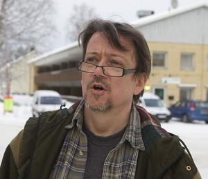Christer Borg och Älvräddarna är kritiska mot Kungliga vetenskapsakademin.