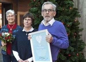 Ellen Nilsson, Ingrid Krylen och Leif Persson från Lits byförening tog emot priset.