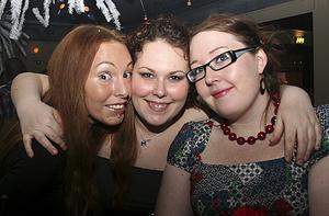 Blue Moon Bar. Maria, Jenny och Anna