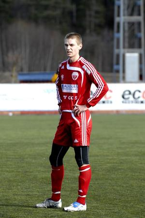 Bernhard Nyström hade Anders Lillhager vid sin sida på Falu FK:s innermittfält i går. Under säsongen hoppas dock klubben kunna utnyttja Geflespelaren Marcus Hanssons tjänster.