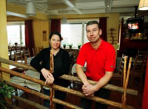 """""""Vi ångrar inte en sekund att vi sa upp oss från våra jobb och blev hotellägare i stället"""" säger Susanne Ågren-Jonsson och Hans Jonsson på Jemtlandia."""