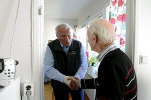 Tack för mig! Karl-Ola Karlsten, från Örebro, var en av gästerna hemma hos Alf Pettersson på serviceboendet Björkhagen.