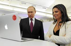 När propagandakanalen Russia Today fyllde tio år i december 2015 hälsade president Vladimir Putin på chefredaktören Margarita Simonyan och gratulerade.