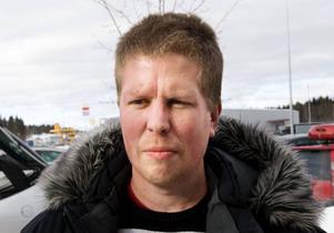 Jens Kopka, Östersund– Nej, jag handlar hellre i butik. Jag vill hellre prata med en säljare så jag kan pruta lite. Det brukar lyckas.