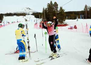 Norrmannen Thomas Borge jublar efter att ha åkt in först i finalen i Lofsdalen