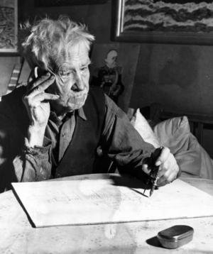 UTSKÄLLD OCH UTSTÄLLD. Förre smeden Carl Johan Carlsson målade tavlor i 30 år men erkändes inte som konstnär förrän två månader efter sin död. I fyra böcker berättade han om sitt strävsamma liv. Foto: Evert Jäderberg 1952/Ur Arbetarbladets arkiv