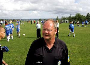 Bo Kull från Indal gör sin femte säsong som domare i Mittnorden cup. Och han trivs så bra att han gärna kommer tillbaka nästa år också.