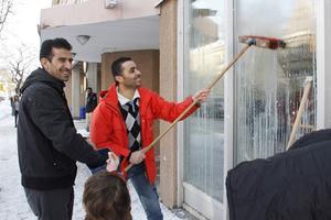 Jamal Mohanad Alater och Mohamad Alahmad ville ge något tillbaka eftersom de tycker att de fått så mycket hjälp av Migrationsverket.