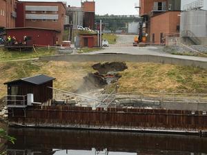 Slukhålet är just nu åtta gånger åtta meter stort.