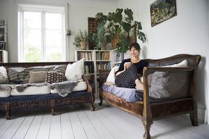 Författaren Ida Magntorn bor i ett hus som består av en del från 1880-talet och en från 1930-talet. Mycket av det som finns i hemmet kommer från tidigare ägare och fanns där när familjen flyttade in.