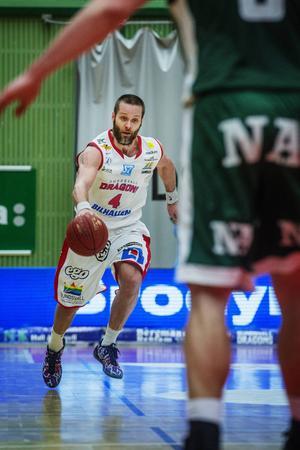 Hlynur Baeringsson blir Sundsvall Dragons trogen.