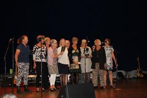 Deltagare från första årskullen GIH-studenter deltog vid 50-årsjubileet. Från vänster: Christina Holm, Siv Gunnarsson, Kristina Kallerhult, Ingvor Ekholm, Maja Engel, Agneta Göthberg, BrittMarie Stendahl, Monica Skålberg, Anita Ottosson- Edfeldt och Katarina Eriksson.