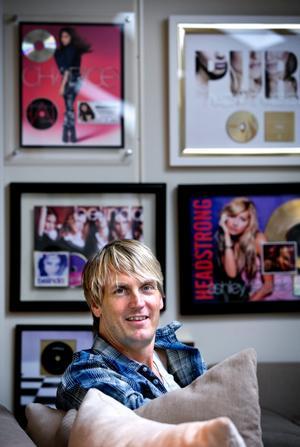 Niclas Molinder i hans musikstudio, producent, IT-entreprenör på I 3. Niclas bor i Örebro men är ofta i USA, framförallt Kalifornien , där han jobbar med ljud. Har bland annat jobbat med Lady Gaga.