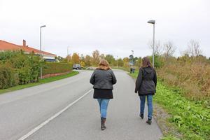 I dag kämpar de två kvinnorna med att få rätsida på sin ekonomi efter skadestånd och förlustaffärer.