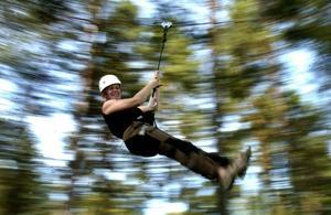 På Mid adventure finns flera aktiviteter. Zipline, bland annat.