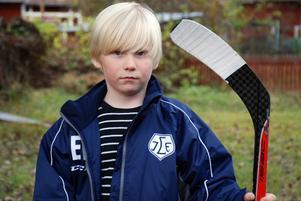 När Emil träffade Alen Bibic, A-lagsspelare i Leksands IF och fick en autograf av honom, då visste Emil vad han ville göra i framtiden.