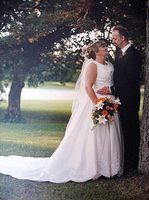 Lisa och Jörgen gifte sig 1 september 2000. 2013 dog Jörgen, endast 48 år gammal.
