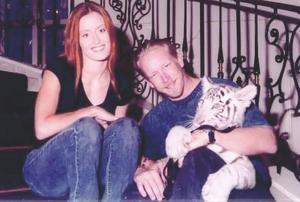 Tina och Mike tillsammans med Kirra i Guam 2002.