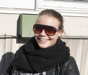 Sara Larsson, 17 år, läser första året på gymnasiet:– Svårt är det inte, men problemet är att man ger upp när man inte fattar.