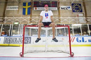 Målvaktsprofilen Marcus Dahlbom tillhör allsvenska topplaget Västerås IK, men har varit utlånad till division 1-laget Arboga.