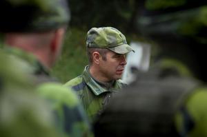 Major Patrik Warström och hans kollega major Ulf Titz leder övningen.