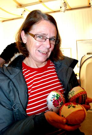 Kerstin Stenback från Heden har alltid återbrukat dräktdelar.