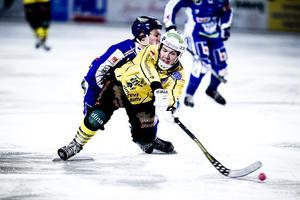 Ted Bergström gjorde ett mål mot Vänersborg. Vilket inte räckte för Broberg som föll med 4–6.