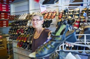 Sigrid Elf har varit ägare för Ströms skor i 26 år och har jobbat 45 år i branschen.