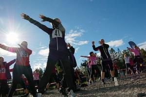 Inför Kullarusets start på skidstadion var det uppvärmningspass för de 120 deltagarna.