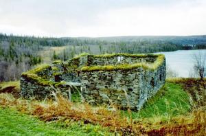 Här ses en av de sevärda skifferladugårdar som finns i Gråsjön.